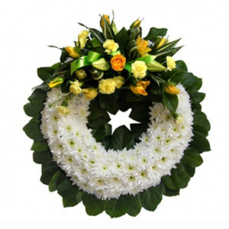 Cushioned wreath with spray